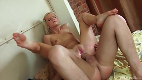 Blonde bawd works splendid with her unmitigatedly tight ass
