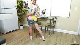 Sporty natural young spread out Jayden Black gets undisguised as she wanna sketch on pussy