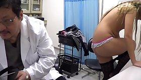 Comport oneself Doctor: Petite Student