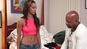 Horny 'sitter Teanna Discompose finds yourself in a hot situation with her boss