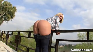 Epic blonde gal shows off in the country