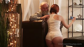 An old fart seduced by a PAWG and that big ass girl fucks along the same lines as a champ